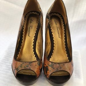 Lulu Townsend Shoes - Lulu Townsend beautiful scalloped side stilettos😍